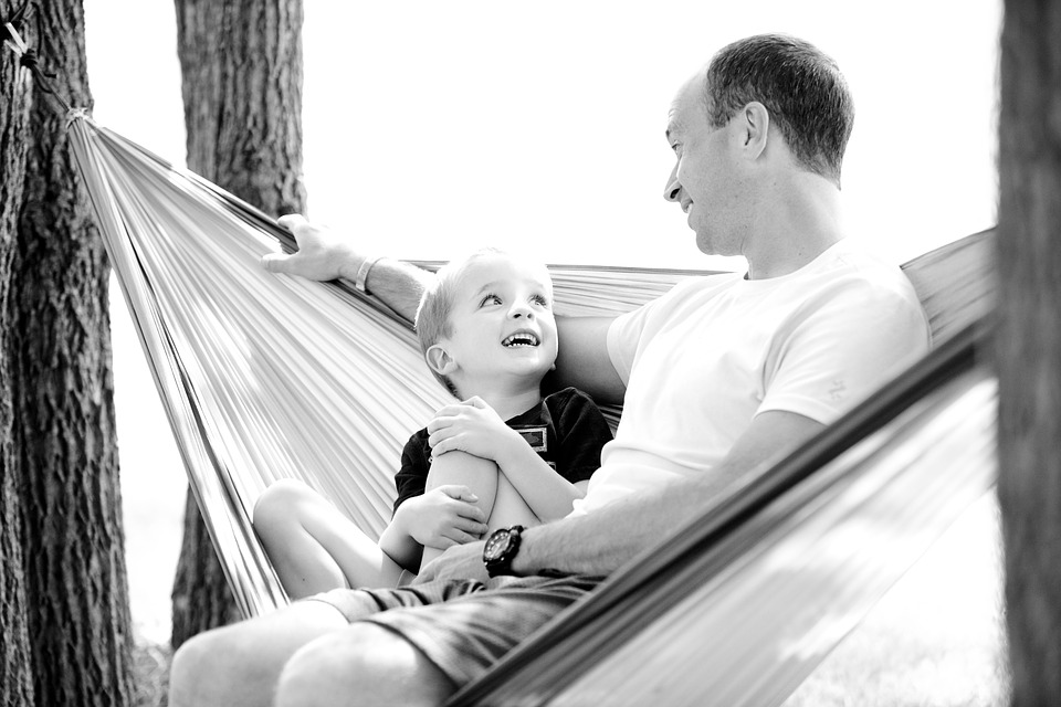Figlia piccola con il padre senza limiti di tempo